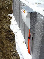 hausbau erfahrungen blog archive ein l tzchen f r die drainage ein fertighaus entsteht. Black Bedroom Furniture Sets. Home Design Ideas