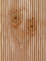 Smiley im Holzbalken der Terrasse
