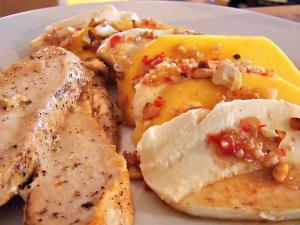 Hühnchen mit Zitronengras-Mango mit Mozarella