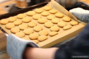 Rosmarin-Taler - aus dem Ofen holen